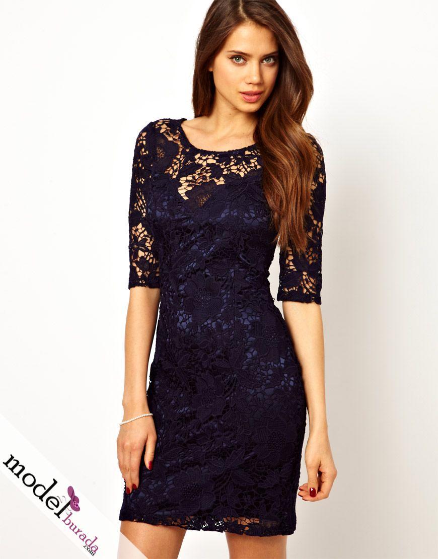 Черное платье с синими кружевами